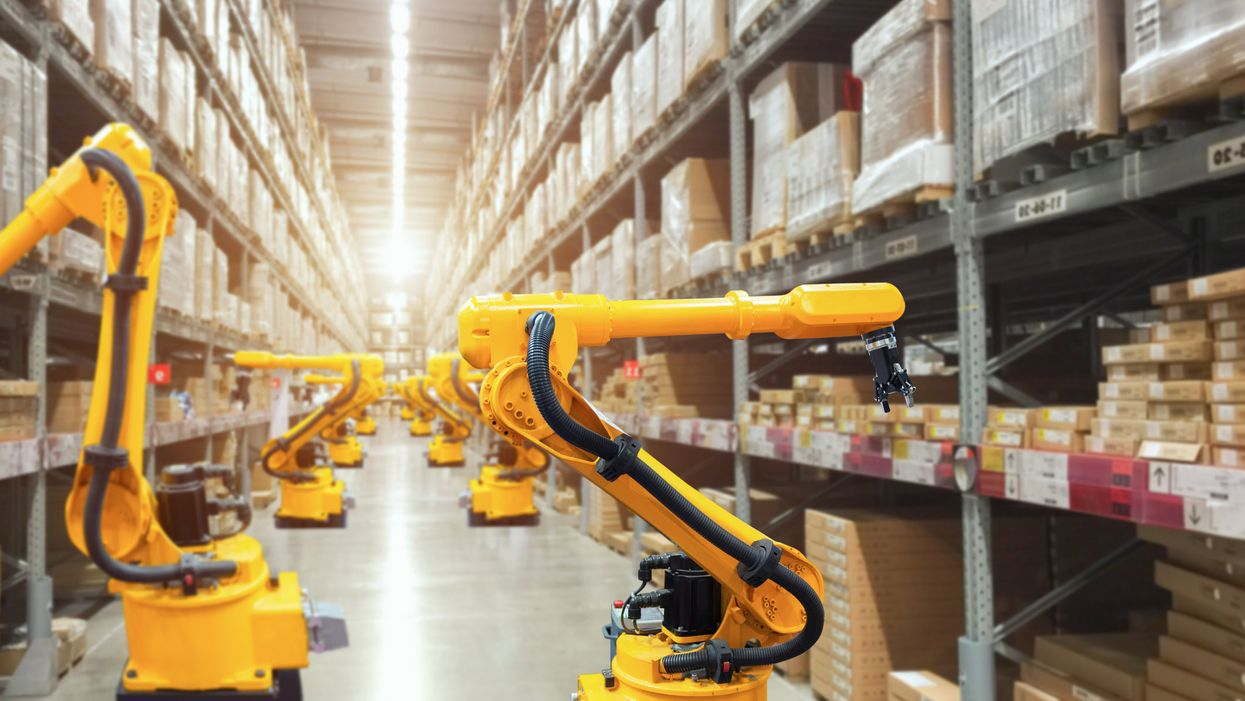 Robots doing inventory in a warehouse