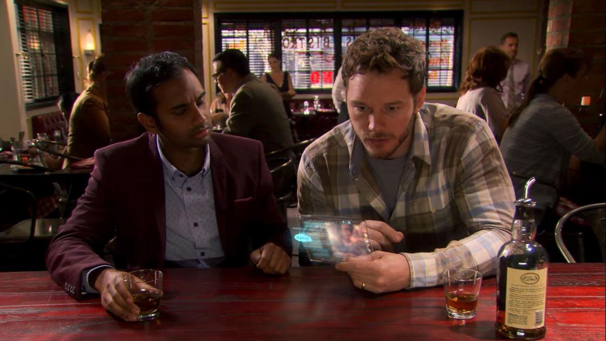 Aziz Ansari and Chris Pratt sitting at a bar
