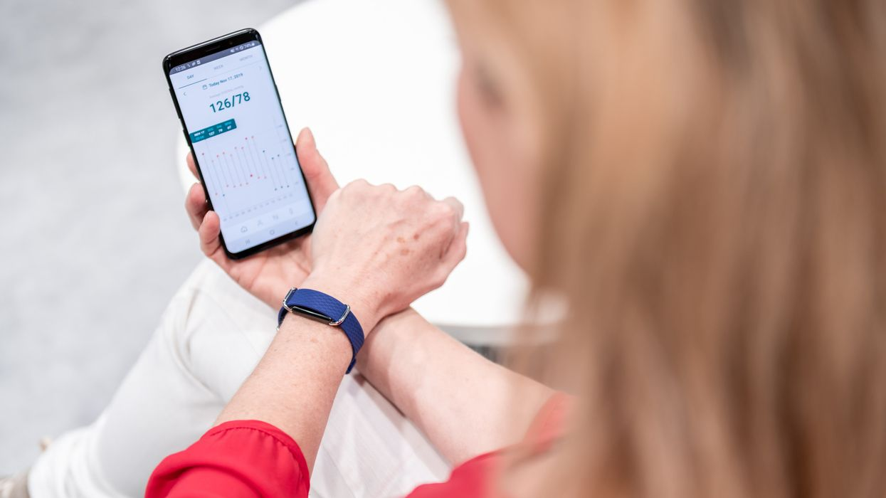 Wearable smart blood pressure monitor