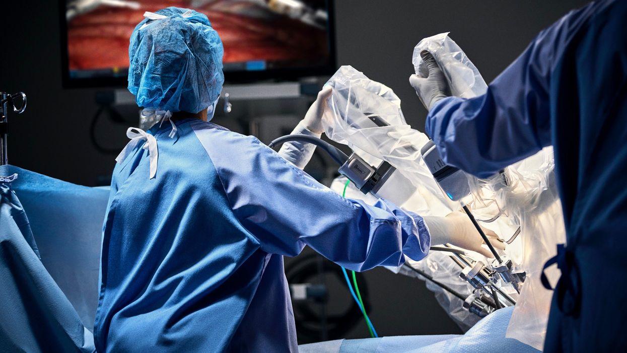 Da Vinci robot in surgery