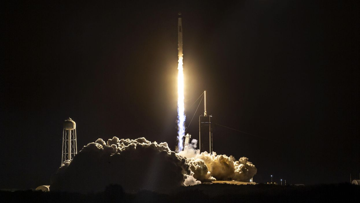 SpaceX wins $2.9-billion NASA contract to help send humans to the moon