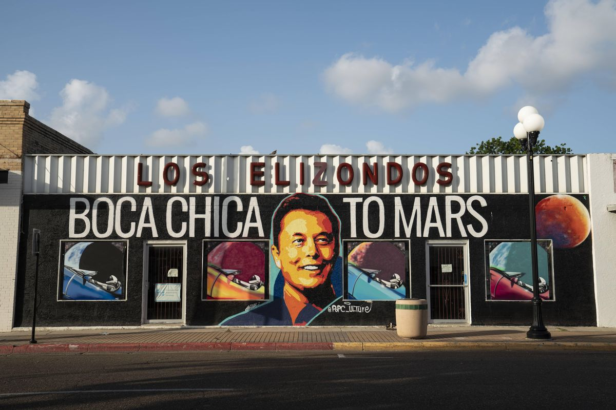 """Painted storefront that says """"Boca Chica to Mars"""" with Elon Musk's face"""